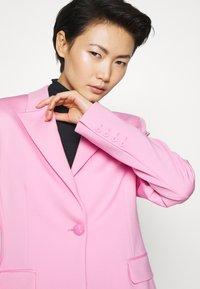 Pinko - SIGMA GIACCA PUNTO STOFFA SCUB - Blazer - fiore di rosa - 7