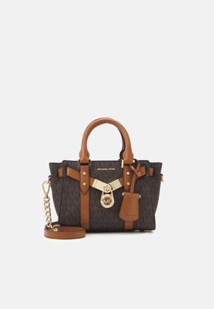 NOUVEAU HAMILTONXS XBODY - Handbag - brown/acorn
