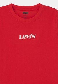 Levi's® - GRAPHIC UNISEX - T-shirts - super red - 2