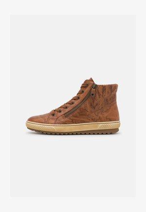 Sneaker high - copper