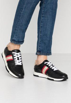 FARIDA - Trainers - black/rouge