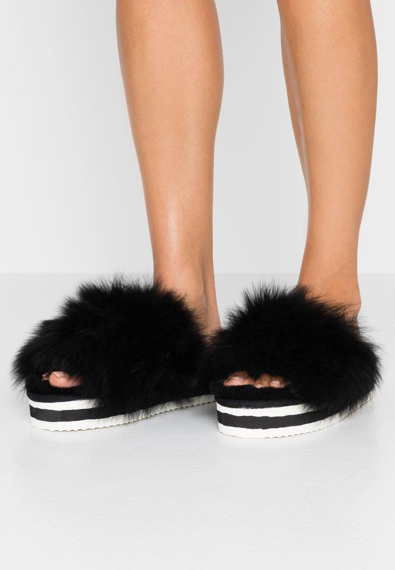 Shepherd - Slippers - black