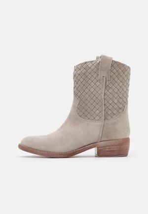 Cowboy/biker ankle boot - ghiaccio