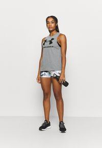 Under Armour - SPORTSTYLE GRAPHIC TANK - Camiseta de deporte - pitch gray light heather - 1