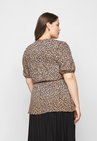 New Look Curves - SAMMIE LEOPARD PUFF SLEEVE - Blouse - pink pattern - 2
