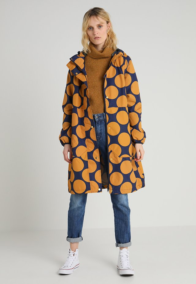 EDITH RAINJACKET - Sadetakki - navy/amber