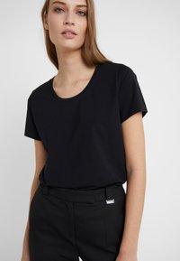 Escada Sport - ELLAMINE - Camiseta básica - black - 4