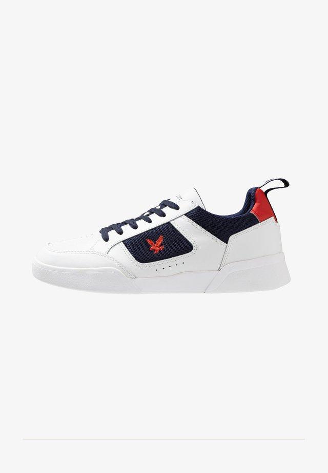 GILZEAN - Sneakers laag - white/dark navy/tomato red