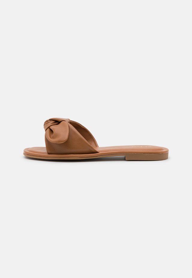 ABAYRITH - Mules - cognac