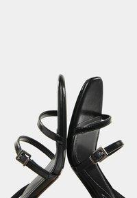 Bershka - MIT HALBHOHEM ABSATZ - Sandály na vysokém podpatku - black - 5