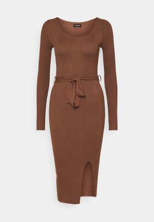 Knitted jumper midi dress with belt - Etuikjole - dark brown