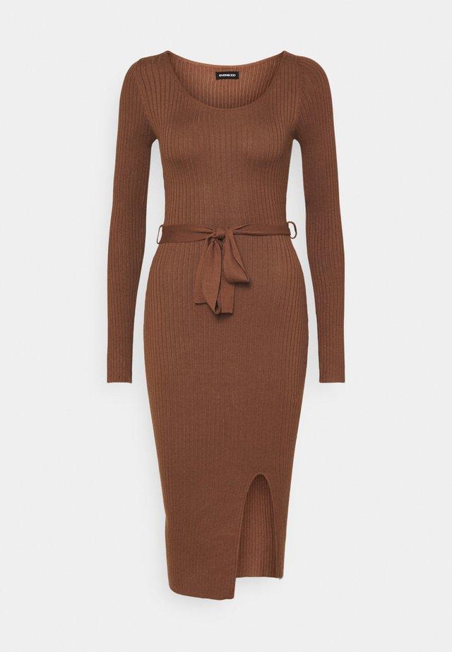 Knitted jumper midi dress with belt - Fodralklänning - dark brown