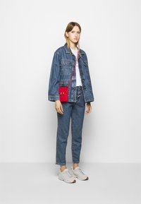 CLOSED - DEAR - Giacca di jeans - mid blue wash - 1