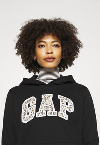 GAP - NOVELTY - Sudadera - black - 4