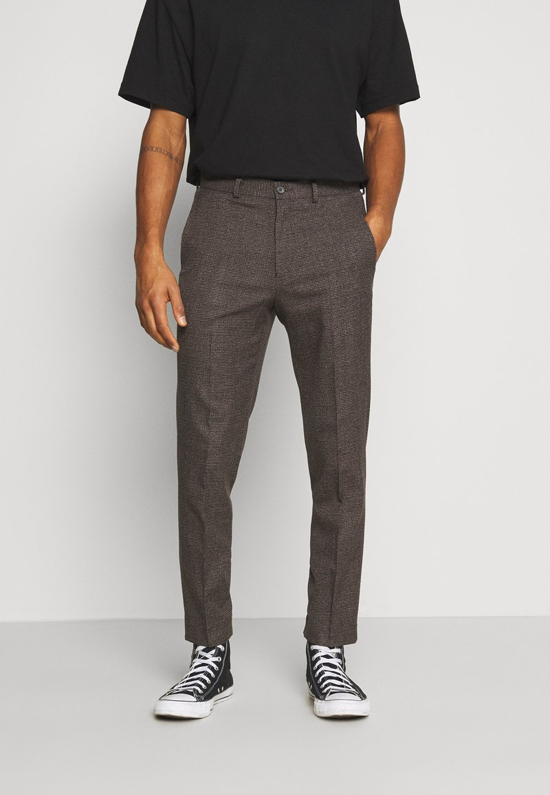 Isaac Dewhirst - CHECKFLAT FRONT TROUSER - Broek - brown