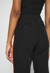 G-Star - D-STAQ SP HIGH PULL ON - Trousers - black - 3