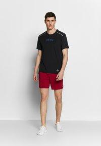 Nike Performance - RISE HYBRID - Print T-shirt - black - 1