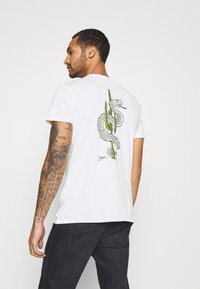 Quiksilver - DESERT TRIPPN  - Print T-shirt - snow white - 0