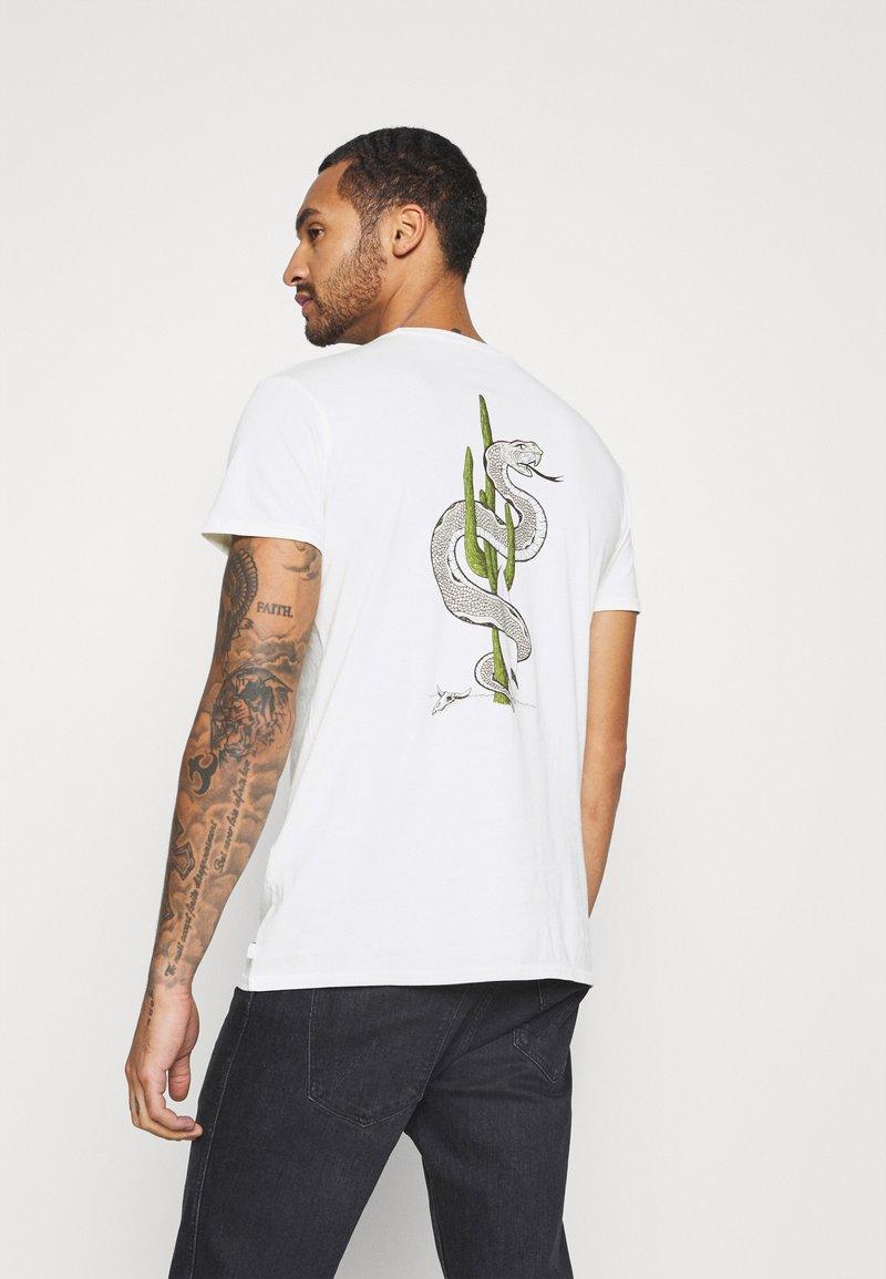 Quiksilver - DESERT TRIPPN  - Print T-shirt - snow white