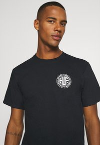HUF - REGIONAL PUFF TEE - Print T-shirt - black - 4