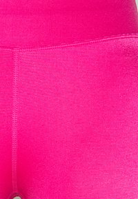 Good American - SHINY BIKE - Short de sport - electric pink - 2