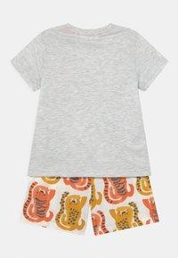 Marks & Spencer London - TIGER UNISEX - Pyjama set - orange - 1