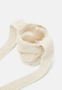 maje - BOTTLEBAG - Across body bag - blanc casse - 3