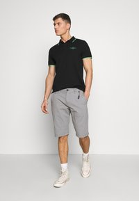 TOM TAILOR - STRUCTURE - Shorts - grey - 1