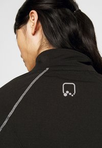 ONLY PLAY Petite - ONPPERFORMANCE RUN BRUSHED ZIP - Training jacket - black - 4