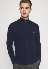 Tommy Hilfiger - FINE STRUCTURED ZIP THROUGH - Gilet - blue - 3