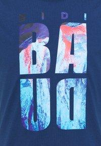 BIDI BADU - ALEKE LIFESTYLE TEE - Printtipaita - dark blue - 2