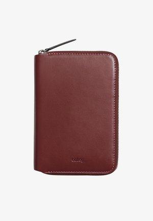 TRAVEL FOLIO - Passport holder - red earth