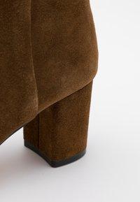 J.CREW - MINIMAL MCKAY - Classic ankle boots - rich walnut - 4
