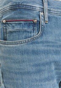 Tommy Hilfiger - REGULAR MERCER VERMONT - Straight leg -farkut - vermont indigo - 8