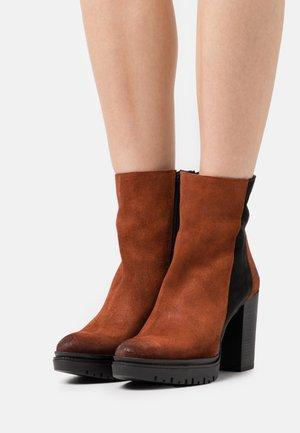 JANICE - Platform ankle boots - celtic/morat rust/black