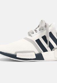 adidas Originals - NMD R1 UNISEX - Trainers - white/crew navy/grey two - 6