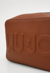 LIU JO - CAMERA CASE - Schoudertas - deer