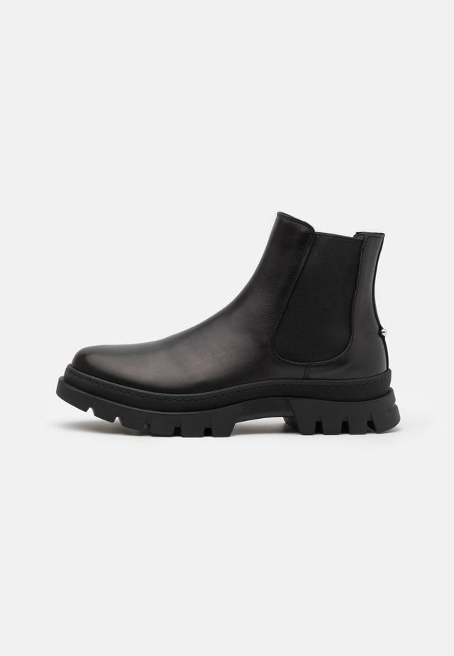PIERCED PUNK CHELSEA BOOT - Nilkkurit - black