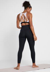 Nike Performance - W NK SCULPT LUX TGHT 7/8 - Tights - black - 2