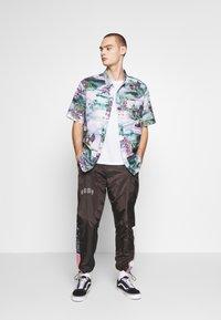 Grimey - CARNITAS TRACK PANTS - Pantalon de survêtement - black - 1