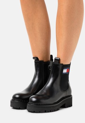 URBAN CHELSEA BOOT - Platform ankle boots - black
