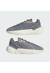 adidas Originals - OZELIA - Trainers - white - 5