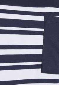 CAPSULE by Simply Be - CURVED HEM TEE WITH BUTTON DETAIL - T-shirts med print - black/ivory stripe - 6