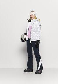O'Neill - WAVELITE JACKET - Snowboard jacket - powder white - 1