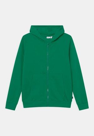 NKMNESWEAT CARD HOOD - Zip-up sweatshirt - green tambourine