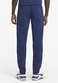 Puma - EVOSTRIPE  - Pantalon de survêtement - elektro blue - 2
