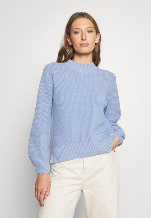 SLFLESLIE O-NECK - Neule - brunnera blue
