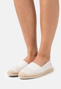 Calvin Klein Jeans - ROPED TOE - Espadrilles - white/sand - 0