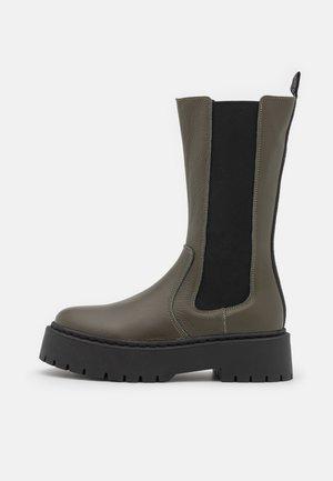VIVIANNE - Platform boots - dark khaki