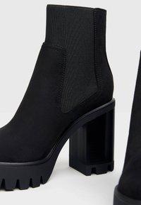 Bershka - Kotníková obuv na vysokém podpatku - black - 4